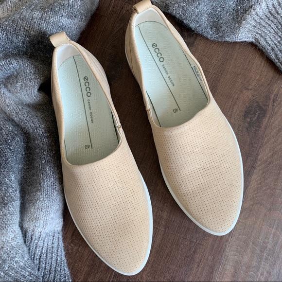Ecco Womens Gillian Powder Leather Slip